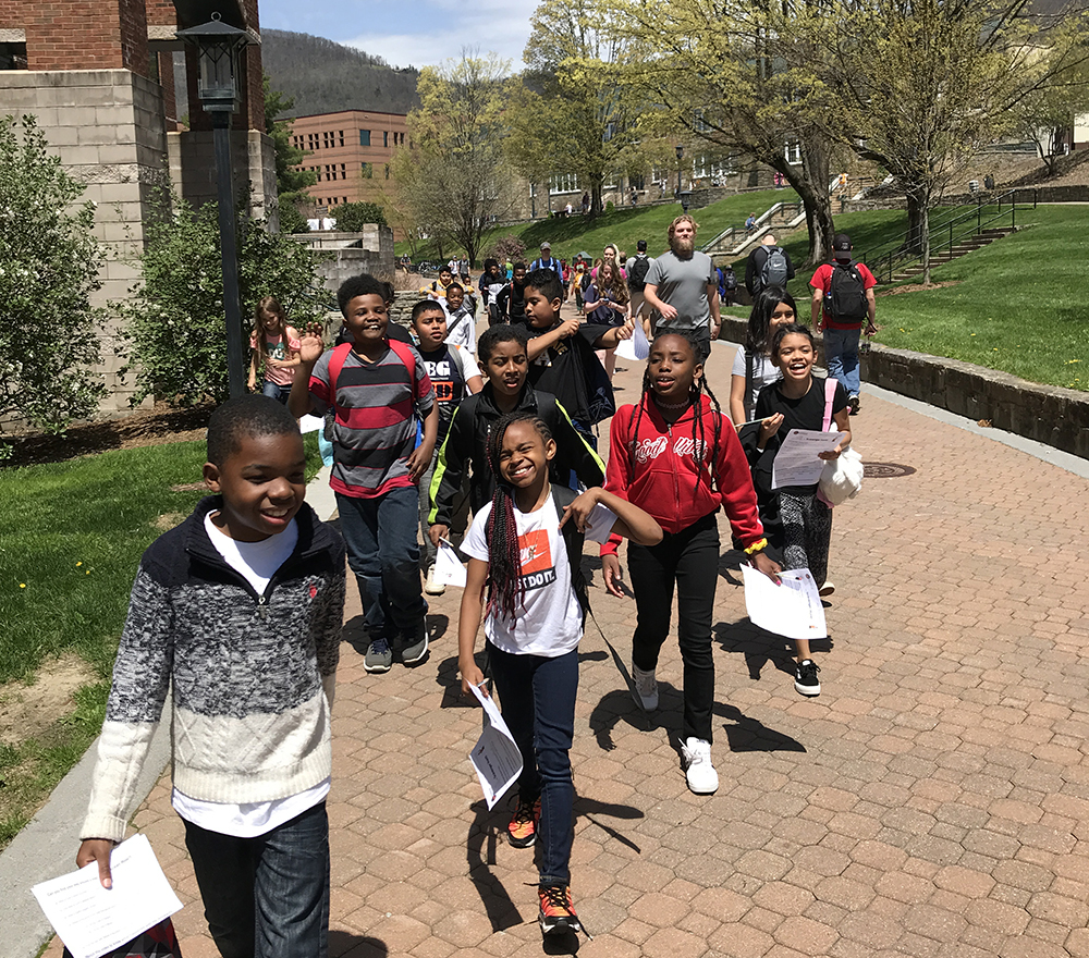 The Academy at Middle Fork's fourth and fifth-grade mini-Mountaineers visit Appalachian's campus. Photo by Marta Toran